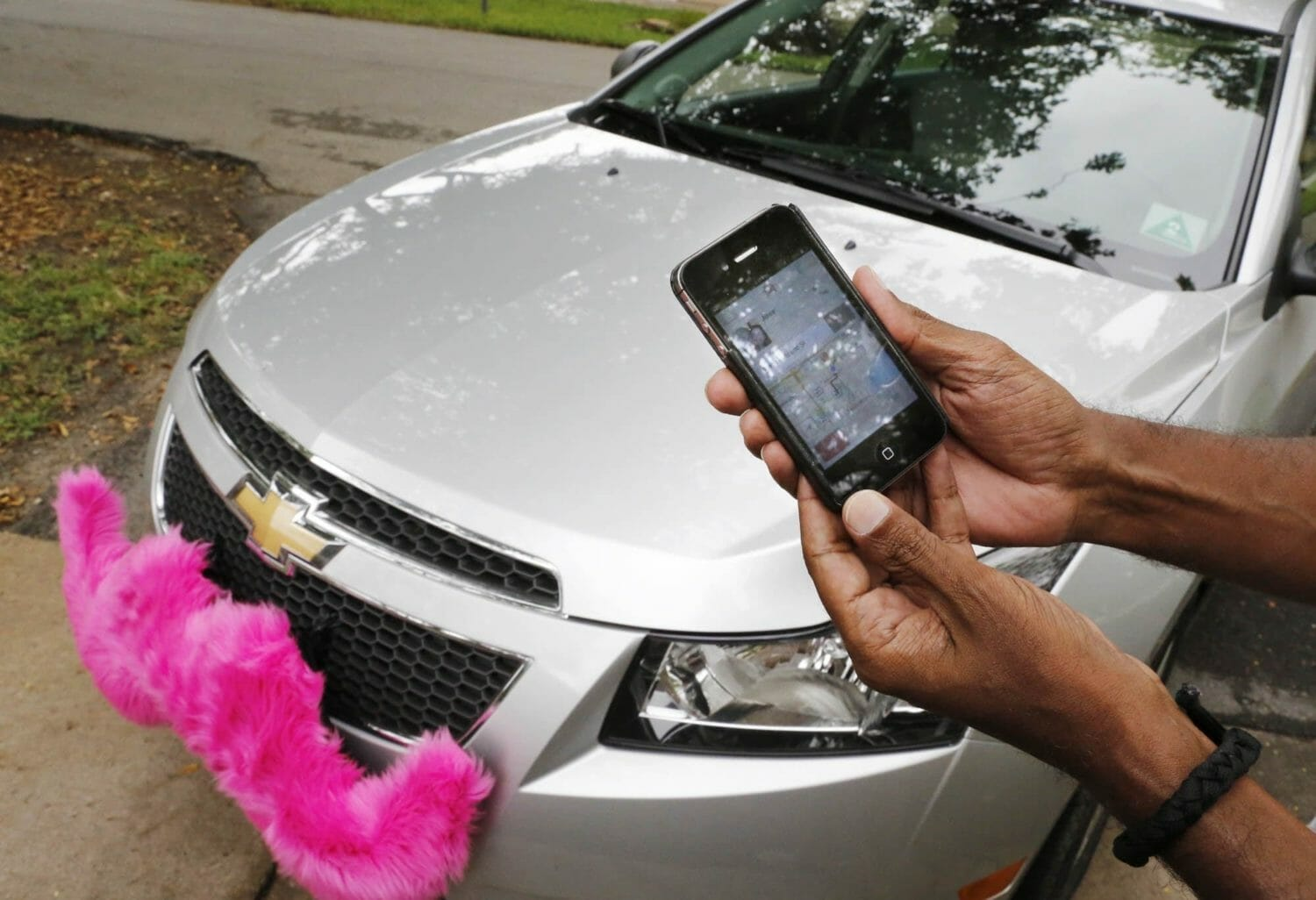 Broward Commissioners ask for regulations to govern transportation network companies such as Uber and Lyft