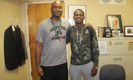 McArthur basketball player Derric Jean earns scholarship to Louisiana Tech University